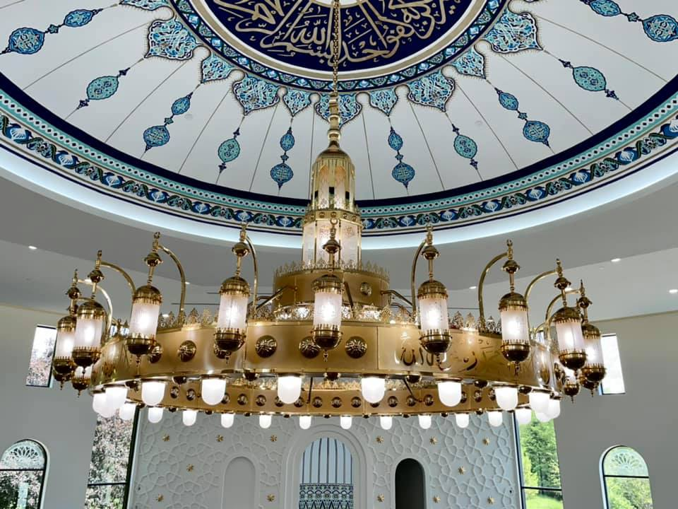 a picture of a chandelier
